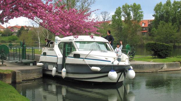 http://www.scancharter.com/wp-content/uploads/boats/14157_nicols900.jpg
