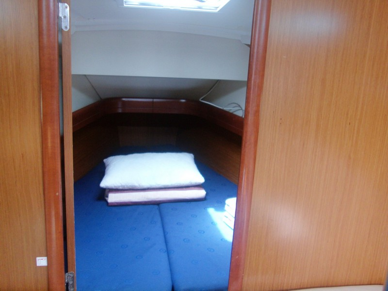 http://www.scancharter.com/wp-content/uploads/boats/14186_00009-so36i-bareboat-charter-greece.jpg