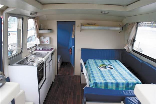 http://www.scancharter.com/wp-content/uploads/boats/14261_nicols-riviera-1130-2.jpg