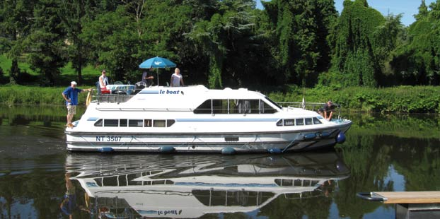 http://www.scancharter.com/wp-content/uploads/boats/14267_crusader_1.jpg