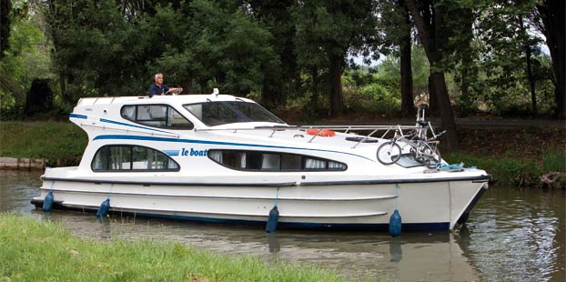 http://www.scancharter.com/wp-content/uploads/boats/14317_caprice-1.jpg
