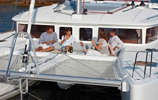http://www.scancharter.com/wp-content/uploads/boats/14388_cat-lagoon-450-5.jpg