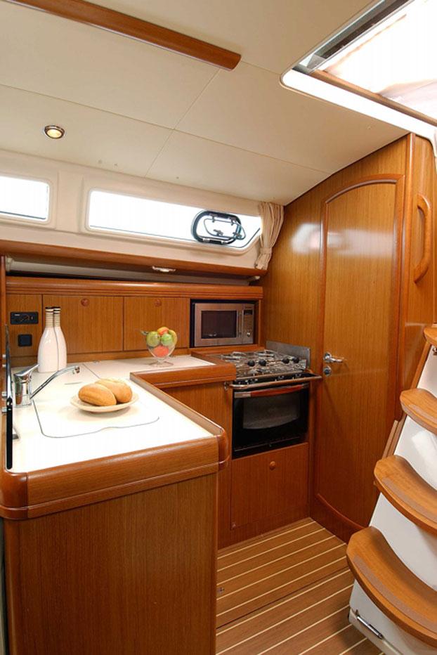 http://www.scancharter.com/wp-content/uploads/boats/14422_sunsail-36i-4.jpg