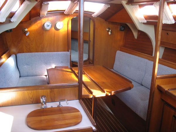 http://www.scancharter.com/wp-content/uploads/boats/14512_boatinside1.jpg