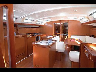 http://www.scancharter.com/wp-content/uploads/boats/16068_16068_cyclades-50-5-interior.jpg
