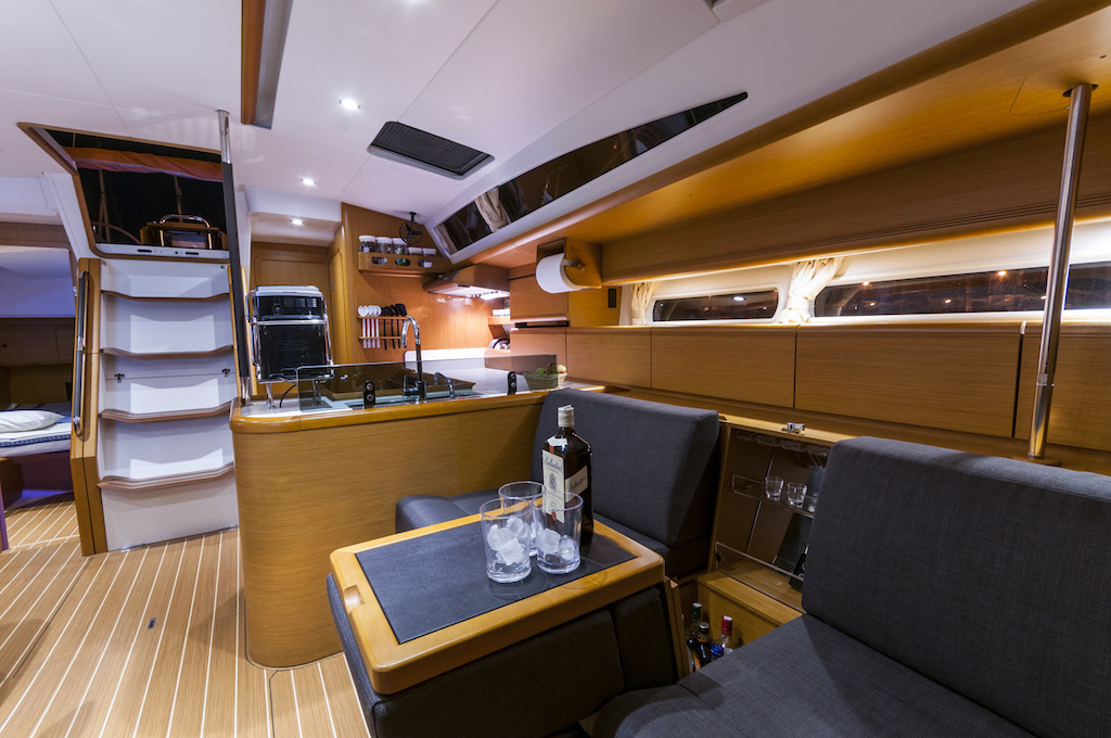 http://www.scancharter.com/wp-content/uploads/boats/16129_juna-yacht-charter-12.jpg
