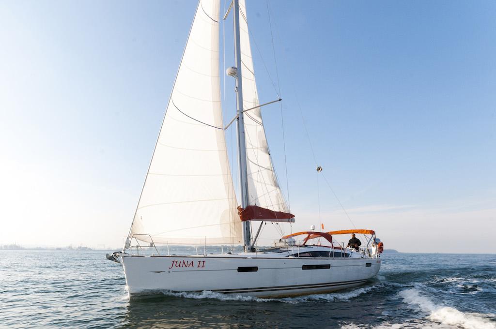 http://www.scancharter.com/wp-content/uploads/boats/16129_juna-yacht-charter-2.jpg