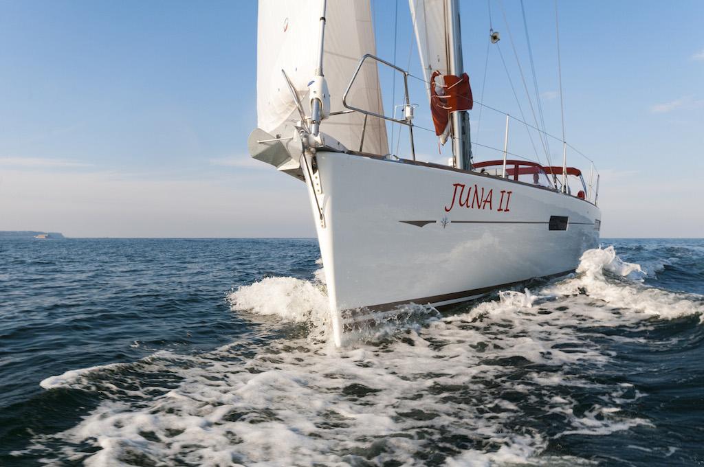 http://www.scancharter.com/wp-content/uploads/boats/16129_juna-yacht-charter-4.jpg