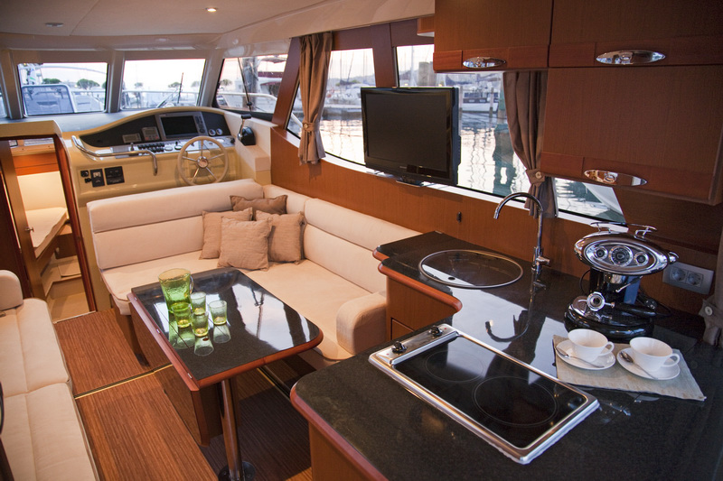http://www.scancharter.com/wp-content/uploads/boats/16559_greenlinesalon1.jpg