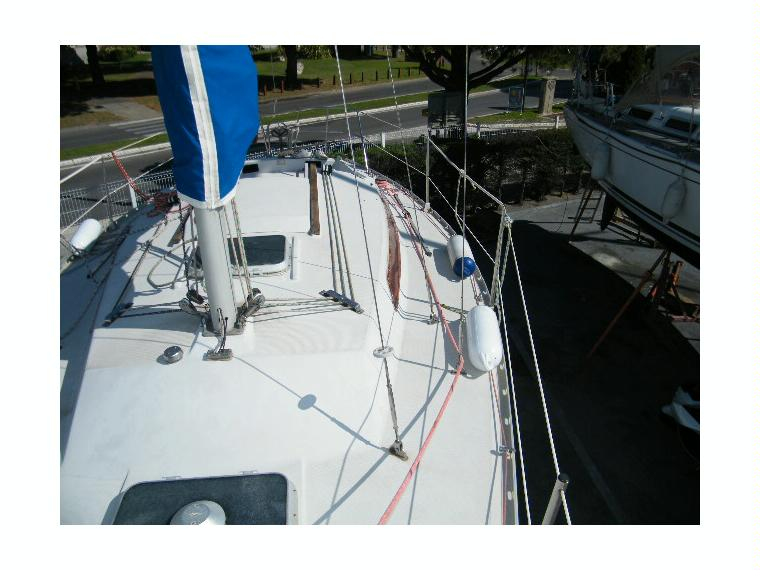 http://www.scancharter.com/wp-content/uploads/boats/16607_jeanneau-aquila-23687010152349535257495749574569x.jpg
