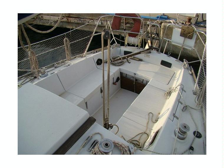 http://www.scancharter.com/wp-content/uploads/boats/16607_jeanneau-aquila-28-58198050121452666570505348704568x.jpg