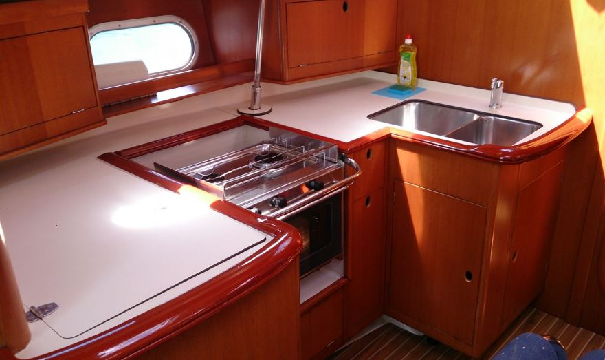 http://www.scancharter.com/wp-content/uploads/boats/16657_gibsea_43_pantry.JPG