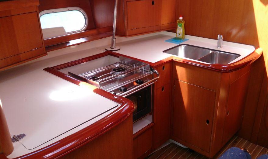 http://www.scancharter.com/wp-content/uploads/boats/16657_gibsea_43_pantry.JPG