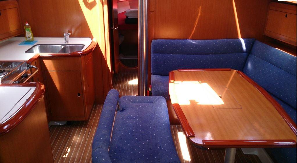 http://www.scancharter.com/wp-content/uploads/boats/16657_gibsea_43_salon.JPG