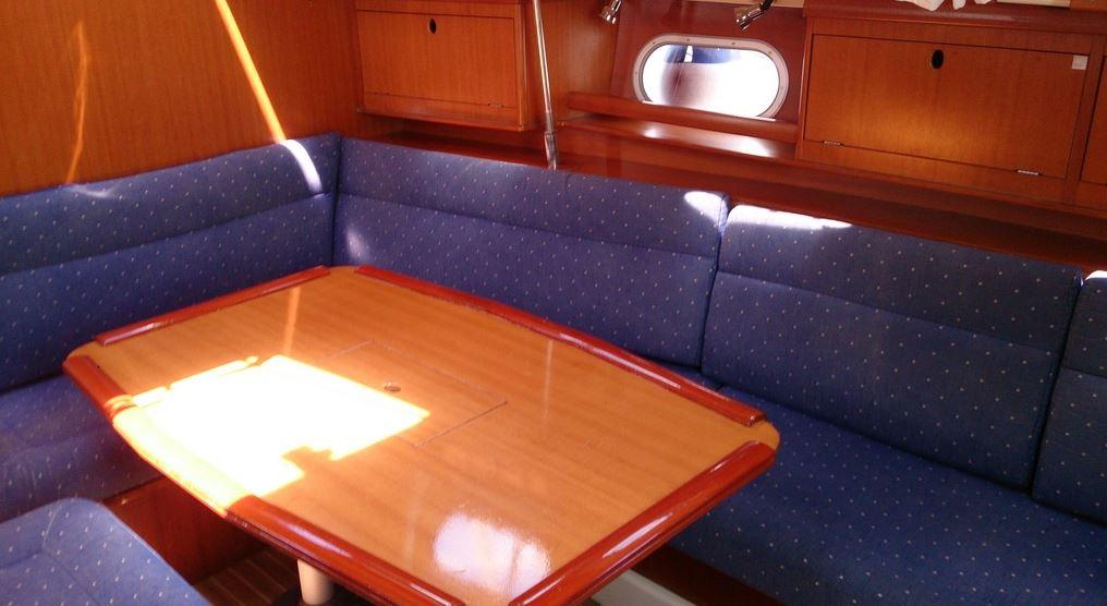 http://www.scancharter.com/wp-content/uploads/boats/16657_gibsea_43_salon_seite.JPG