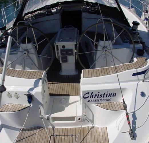 http://www.scancharter.com/wp-content/uploads/boats/16675_christina_krma-kopie-162.jpg