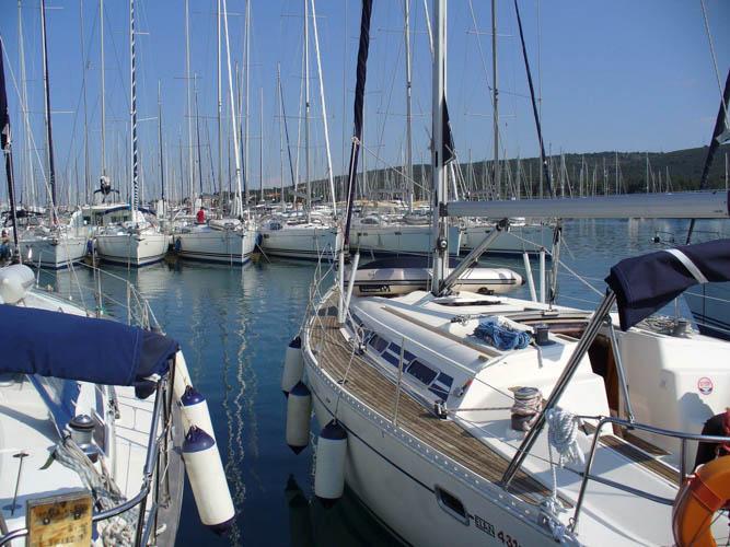 http://www.scancharter.com/wp-content/uploads/boats/16693_sinkica-002-56.jpg