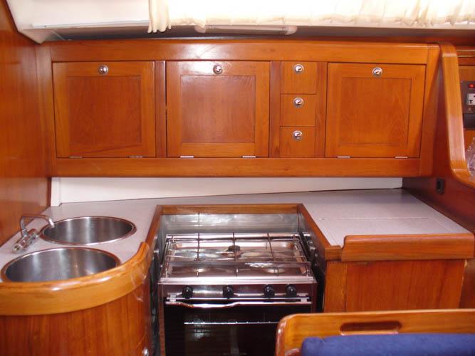 http://www.scancharter.com/wp-content/uploads/boats/16693_sinkica-008-60.jpg