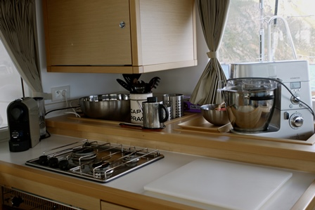 http://www.scancharter.com/wp-content/uploads/boats/16765_kitchen.jpg
