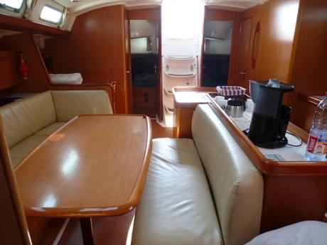 http://www.scancharter.com/wp-content/uploads/boats/16789_ben_50_salon.jpg