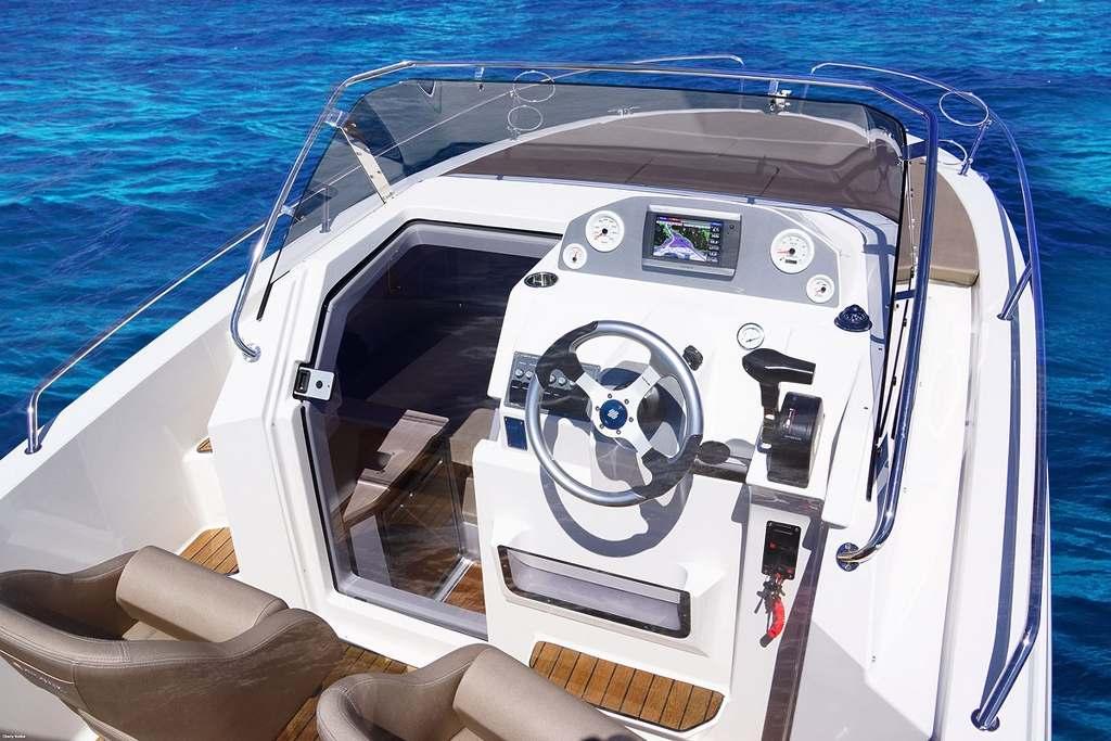http://www.scancharter.com/wp-content/uploads/boats/16889_04-cockpit.jpg