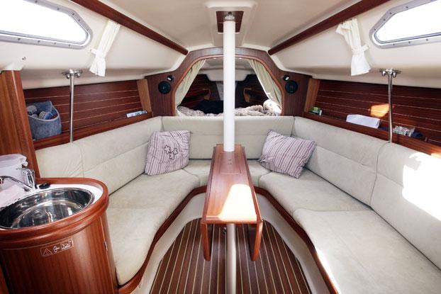 http://www.scancharter.com/wp-content/uploads/boats/8633_dehler-29-4.jpg