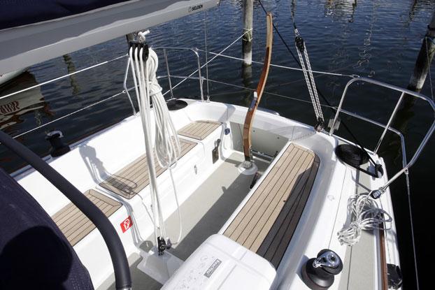 http://www.scancharter.com/wp-content/uploads/boats/8633_dehler-29-9.jpg