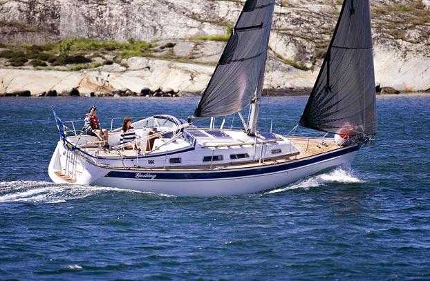 http://www.scancharter.com/wp-content/uploads/boats/9837_HR342sailing6Szamer.jpg