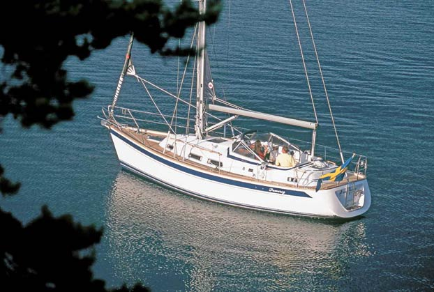 http://www.scancharter.com/wp-content/uploads/boats/9844_HR37harbour4Tomlinson.jpg