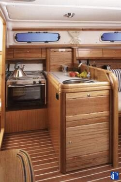 http://www.scancharter.com/wp-content/uploads/boats/9890_bavaria30_pantry.jpg