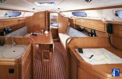 http://www.scancharter.com/wp-content/uploads/boats/9890_bavaria30_salon.jpg