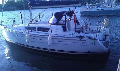 http://www.scancharter.com/wp-content/uploads/boats/9940_jeanneausunodyssey30i.jpg