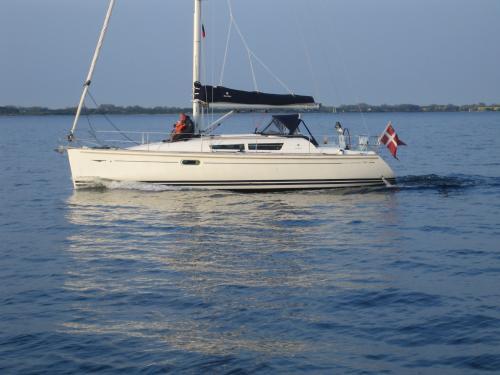 http://www.scancharter.com/wp-content/uploads/boats/9962_jeanneausunodyssey36_1.jpg