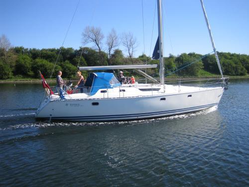 http://www.scancharter.com/wp-content/uploads/boats/9990_jeanneausunodyssey422.jpg