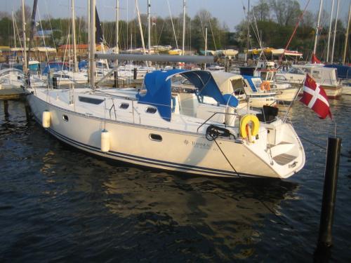 http://www.scancharter.com/wp-content/uploads/boats/9990_jeanneausunodyssey422_2.jpg