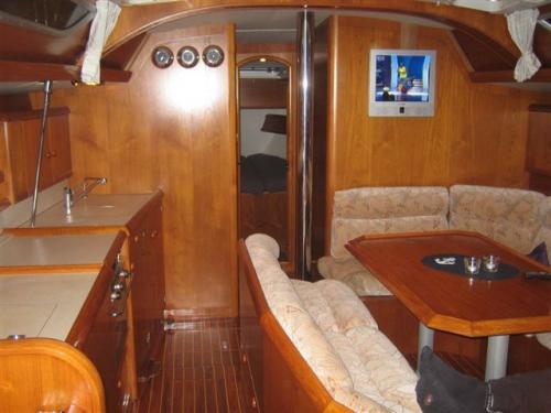 http://www.scancharter.com/wp-content/uploads/boats/9990_jeanneausunodyssey422_3.jpg