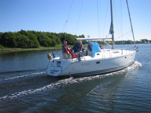 http://www.scancharter.com/wp-content/uploads/boats/9990_jeanneausunodyssey422_5.jpg